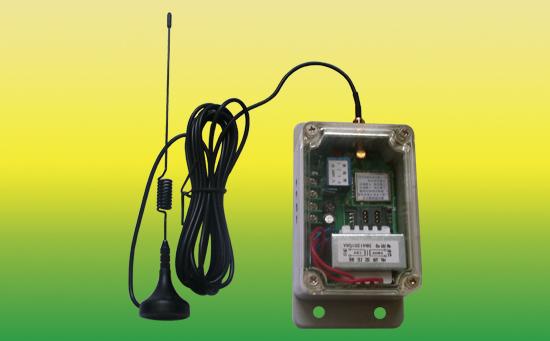5、手机型遥控器:只要有手机信号的地方都能使用该遥控器。遥控距离没有限制,安装电话卡,就可以实现用电话遥控开关机的效果。  6、航吊遥控器:它可以控制上下左右,前进和后退六个方向,控制方便,遥控距离灵敏。